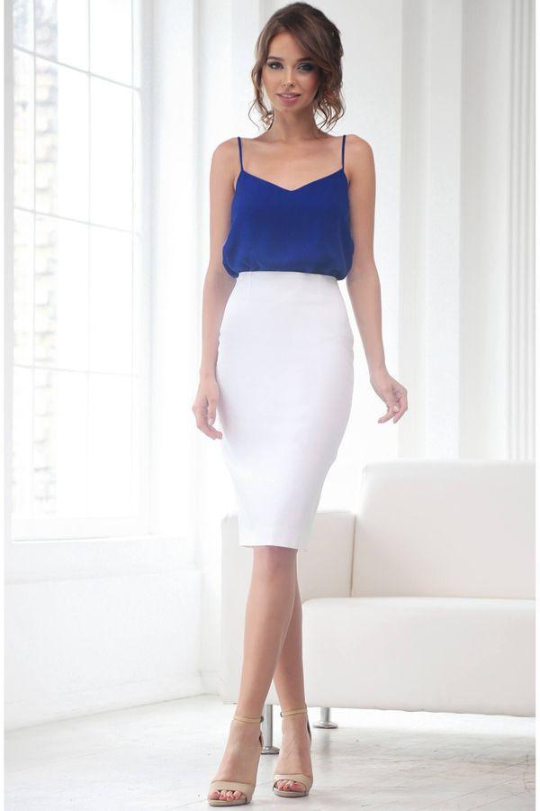 Обтянутая белая юбка