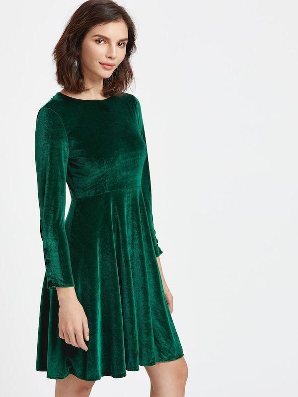 Тёмно-зелёное бархатное платье