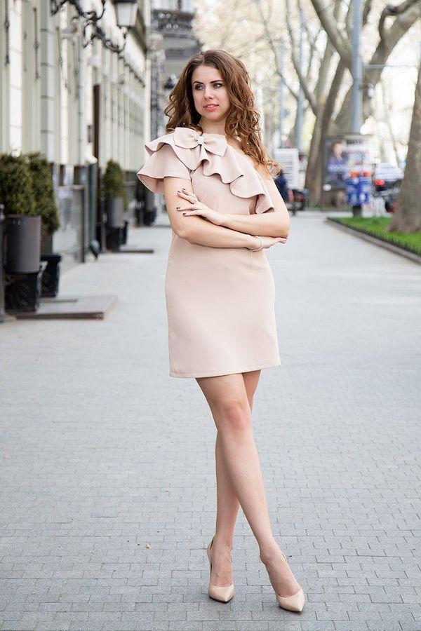 Короткое классическое платье