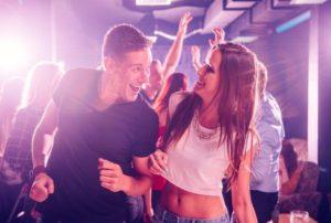Как девушке одеться в клуб и особенности создания модного образа на вечеринку
