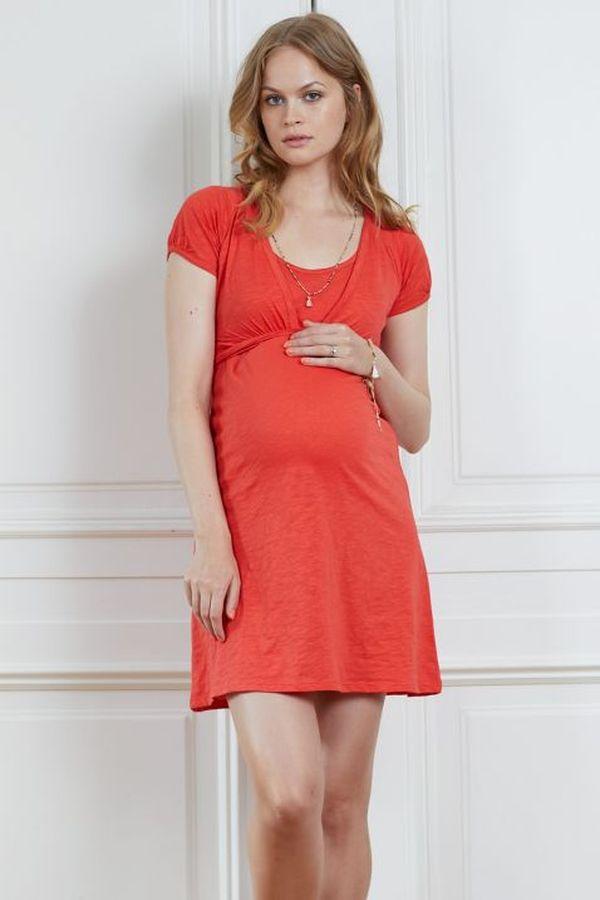 беременная в коралловом платье