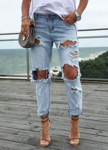 Красивые модели женских рваных джинсов и с чем их носить