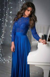 С чем можно носить платье синего цвета, модные фасоны и образы