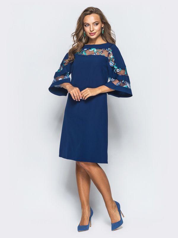Платье тёмно-синего цвета с вышивкой