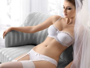 Лучшие модели свадебного нижнего белья для невесты и правила выбора