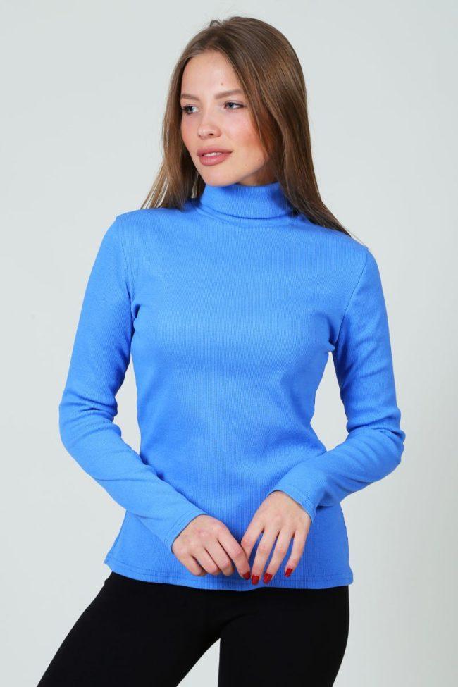 голубая водолазка