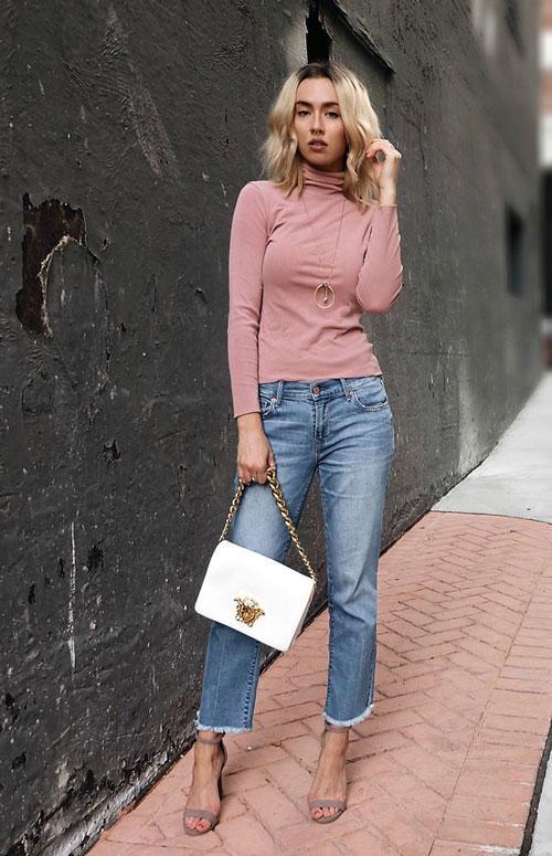 водолазка и укороченные джинсы