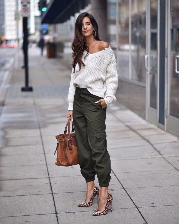 Штаны карго со свитером