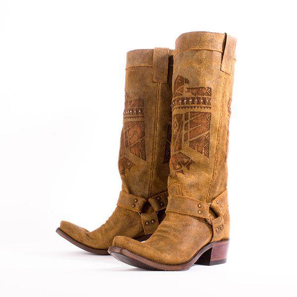 С чем носить ковбойские женские сапоги, разновидности и стильные образы