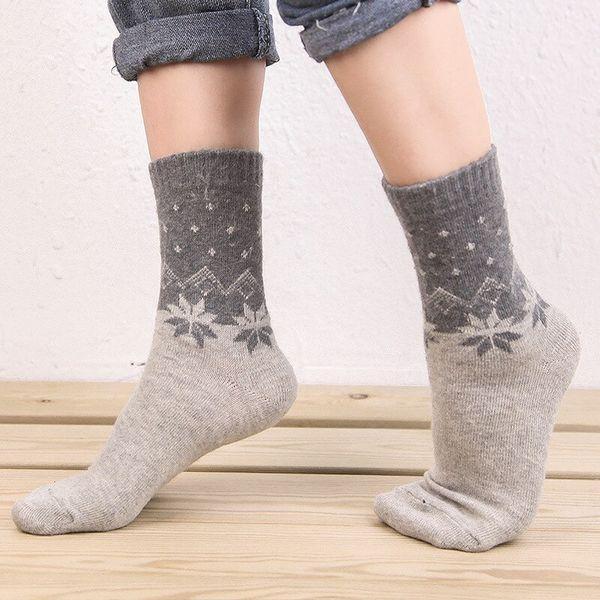серые носки