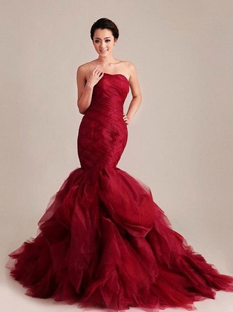 бордоое платье