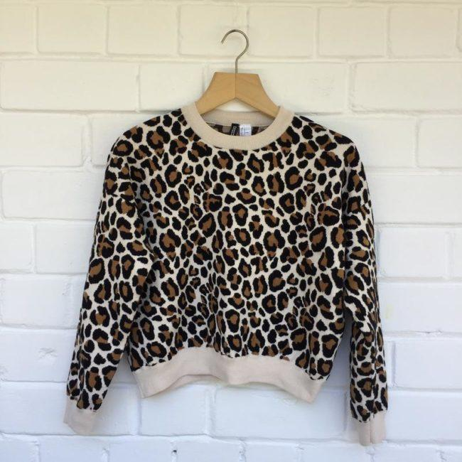 свитер с леопардовым принтом