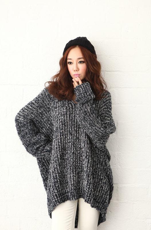 серый длинный свитер