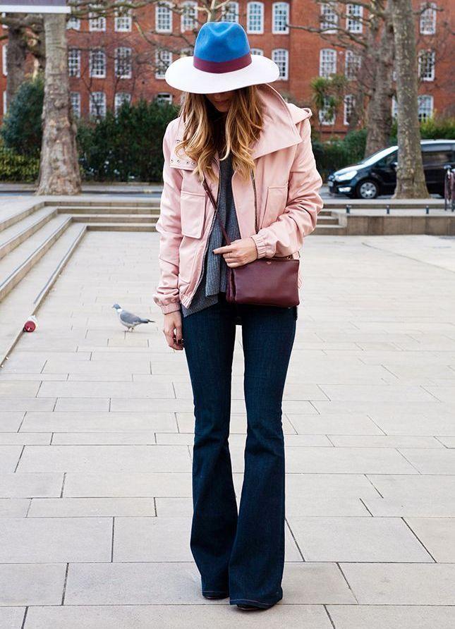Стильные модели и с чем носить джинсы фасона клеш в 2021 году, трендовые луки