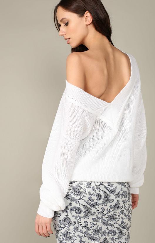 свитер с глубоким вырезом