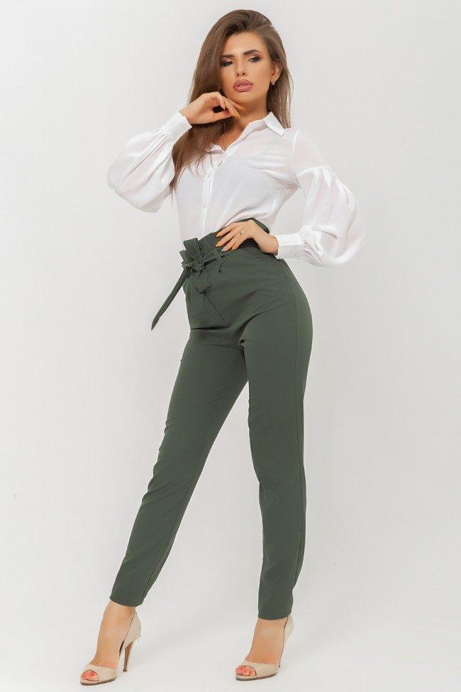 зеленые брюки с завышенной талией