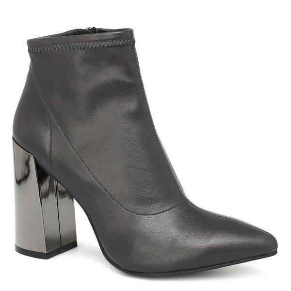 серые женские ботинки
