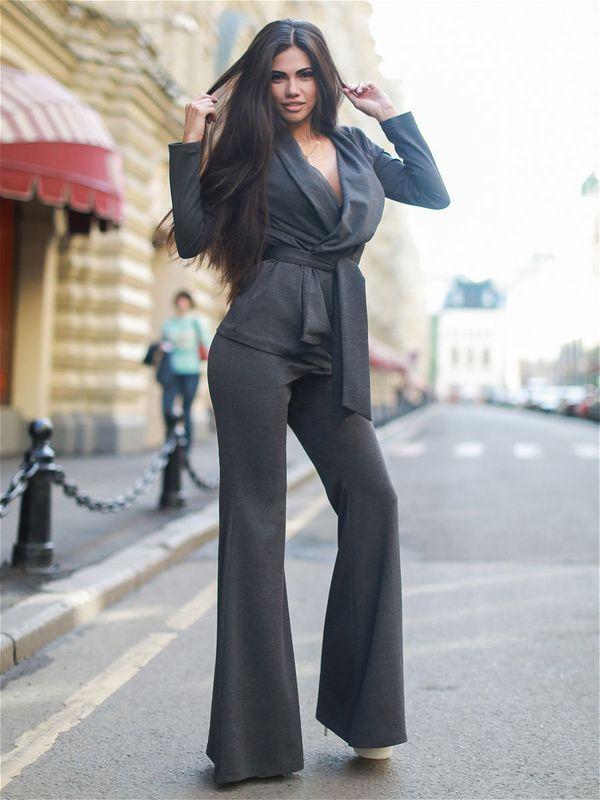 Советы стилистов, с чем носить разные модели женских брюк-клеш и красивые образы 2021 года