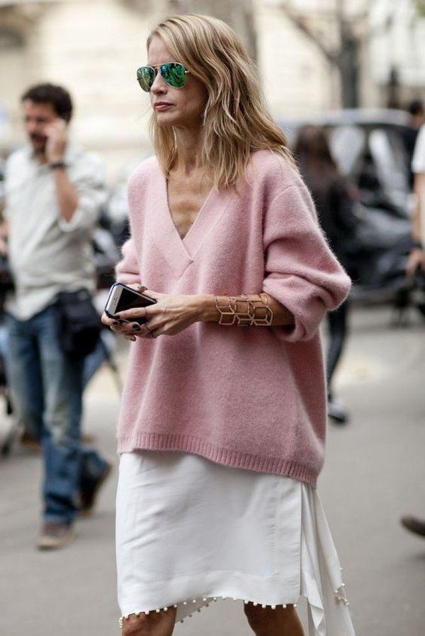 Образ с розовым свитером
