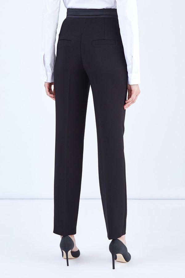 Виды классических женских брюк, как правильно и с чем их носить