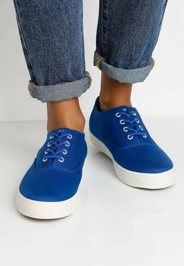 синие кеды