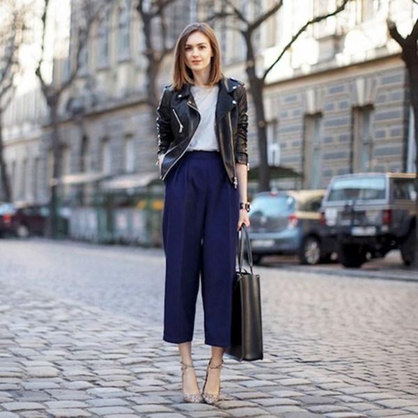 широкие брюки с кожанкой