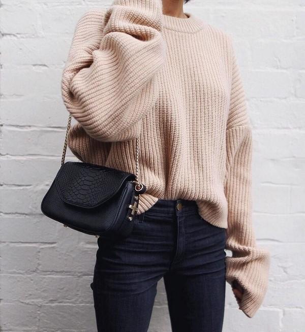 Красивые фасоны модных женских свитеров и обзор стильных луков