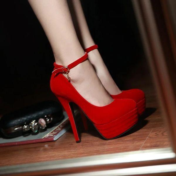 Туфли на платформе и каблуке красные
