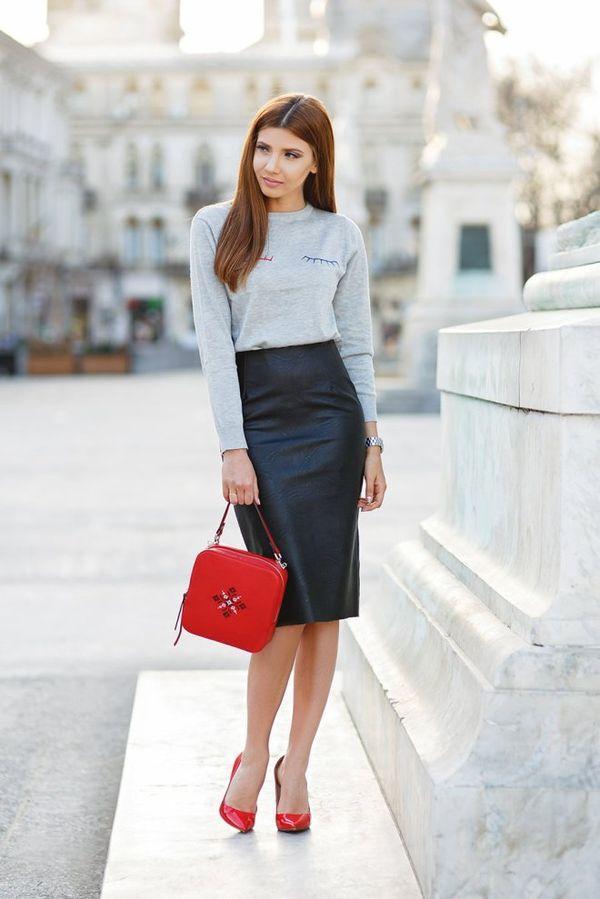 Черная кожаная юбка до колен