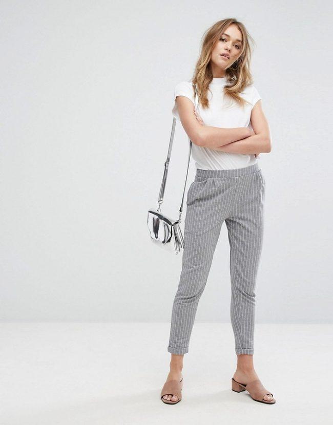 серые женские брюки галифе