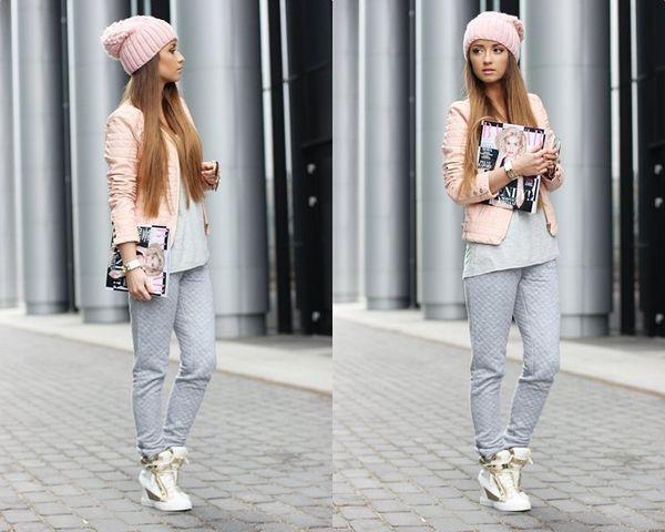 Белые сникерсы с джинсами