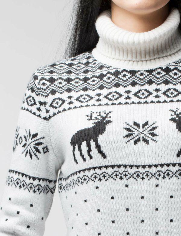 вязаный свитер с высоким горлом