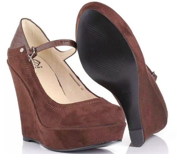 коричневые туфли на танкетке