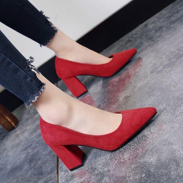 Как выбрать модные туфли на толстом каблуке, описание стильных моделей и с чем носить