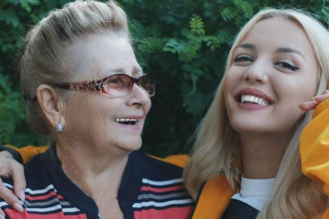 Мary Gu с бабушкой