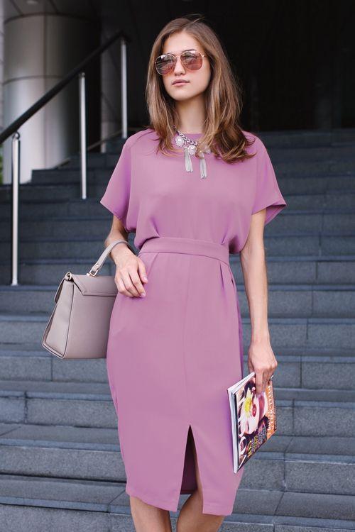 прямое платье со спущенным рукавом