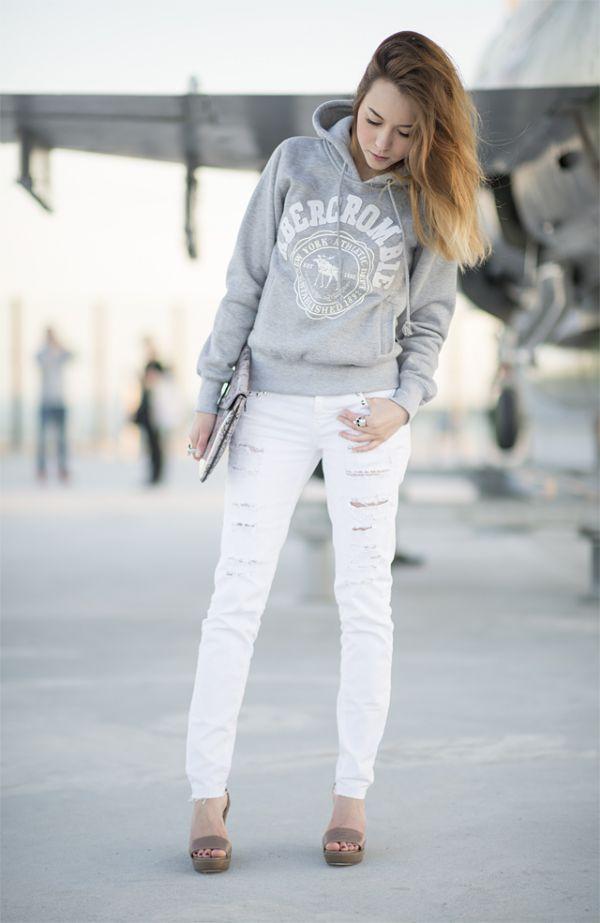 белые штаны с толстовкой