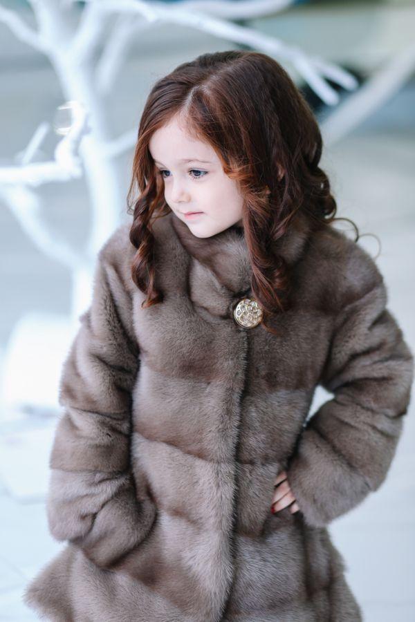 Красивые модели детских шуб для девочек из натурального меха и какую выбрать
