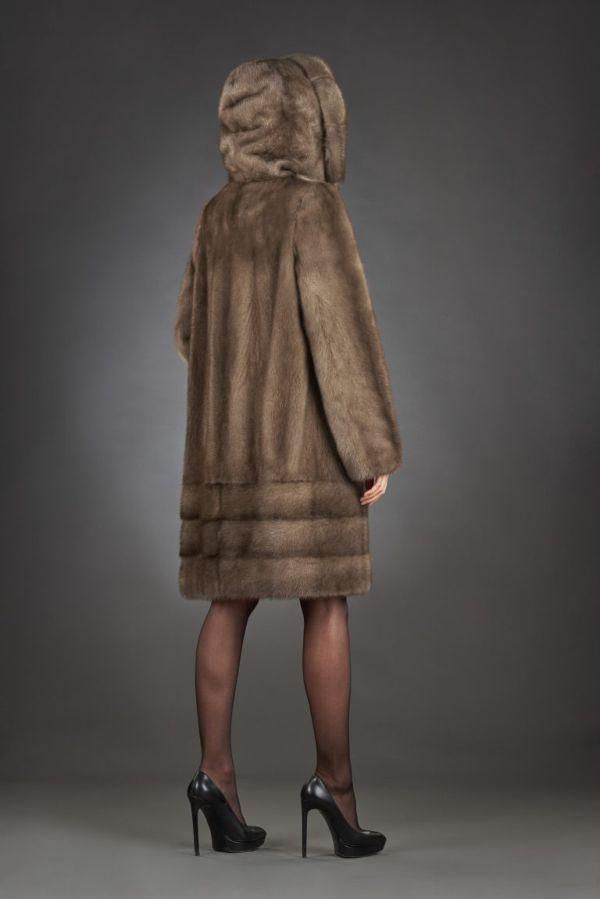 Модные тенденции и красивые модели шуб из норки 2019-2020 года, обзор стильных луков