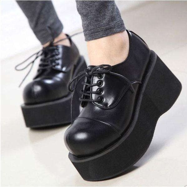 Черные ботинки на высокой платформе