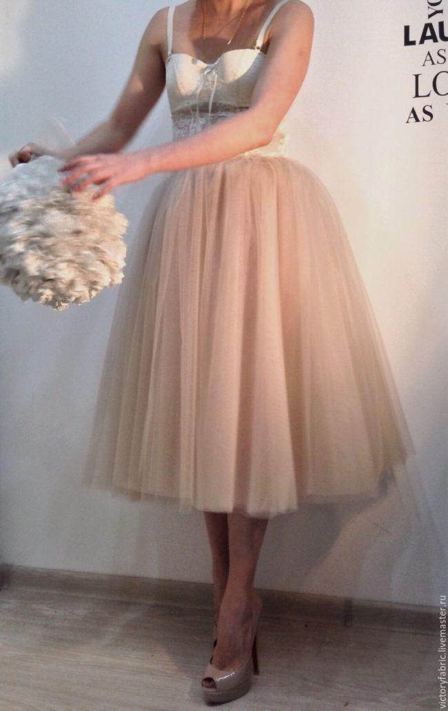 Из фатина платье