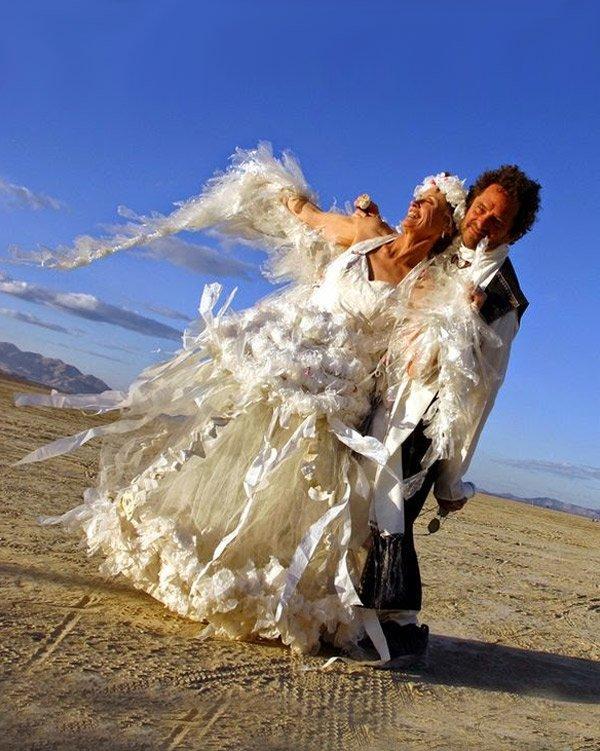 Из полиэтилена платье