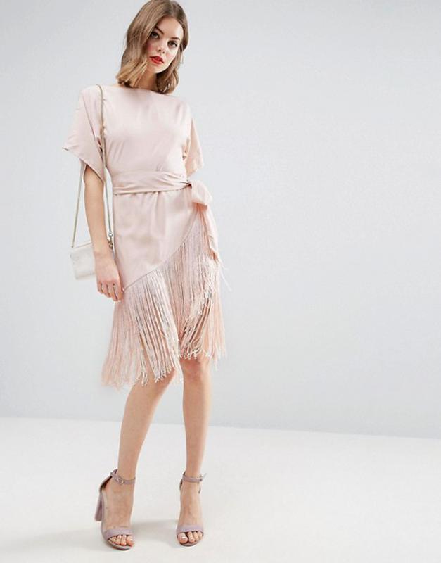 С бахромой платье