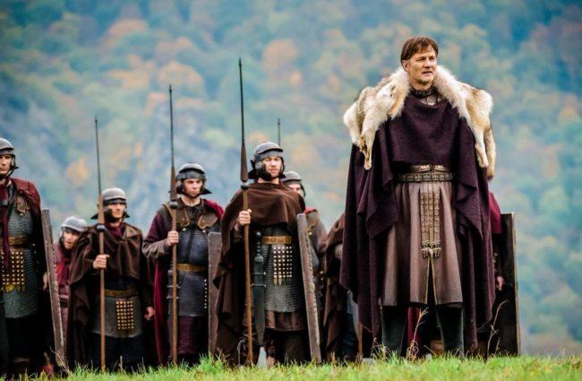 Дата выхода 3-го сезона Британии, описание и персонажи, актерский состав и интересные факты