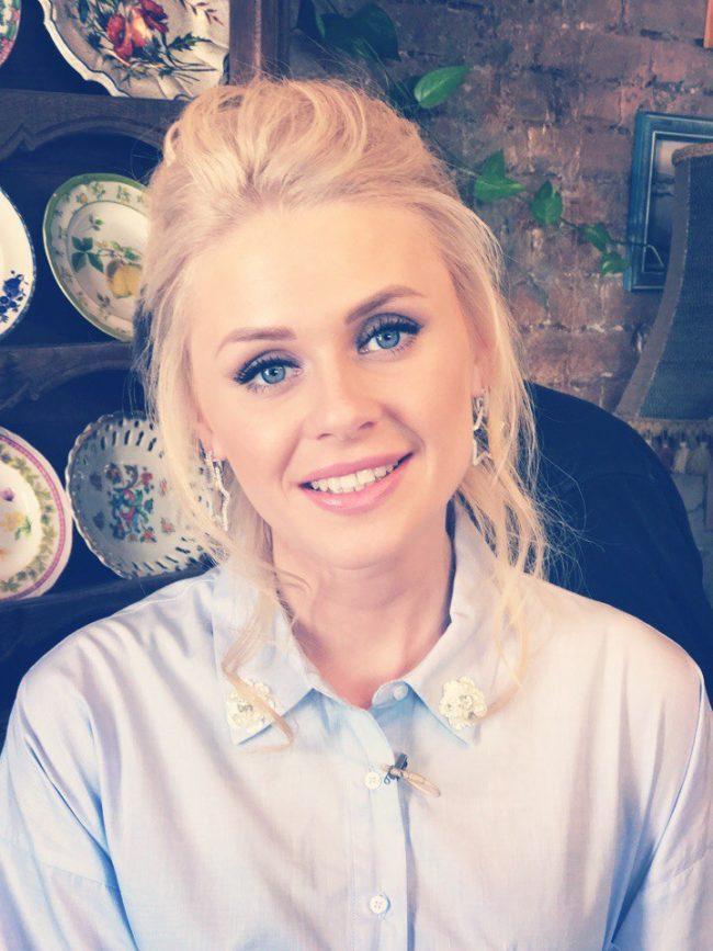 Биография и личная жизнь Елены Сажиной, материнство и проекты, телевизионная карьера
