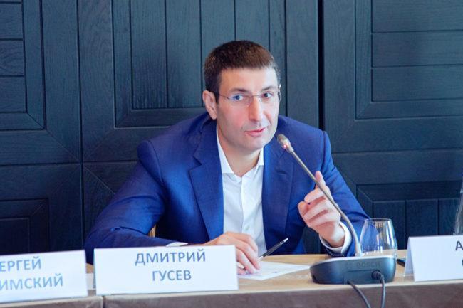 """Биография и карьера Дмитрия Гусева, личная жизнь, работа в """"Совкомбанк"""""""